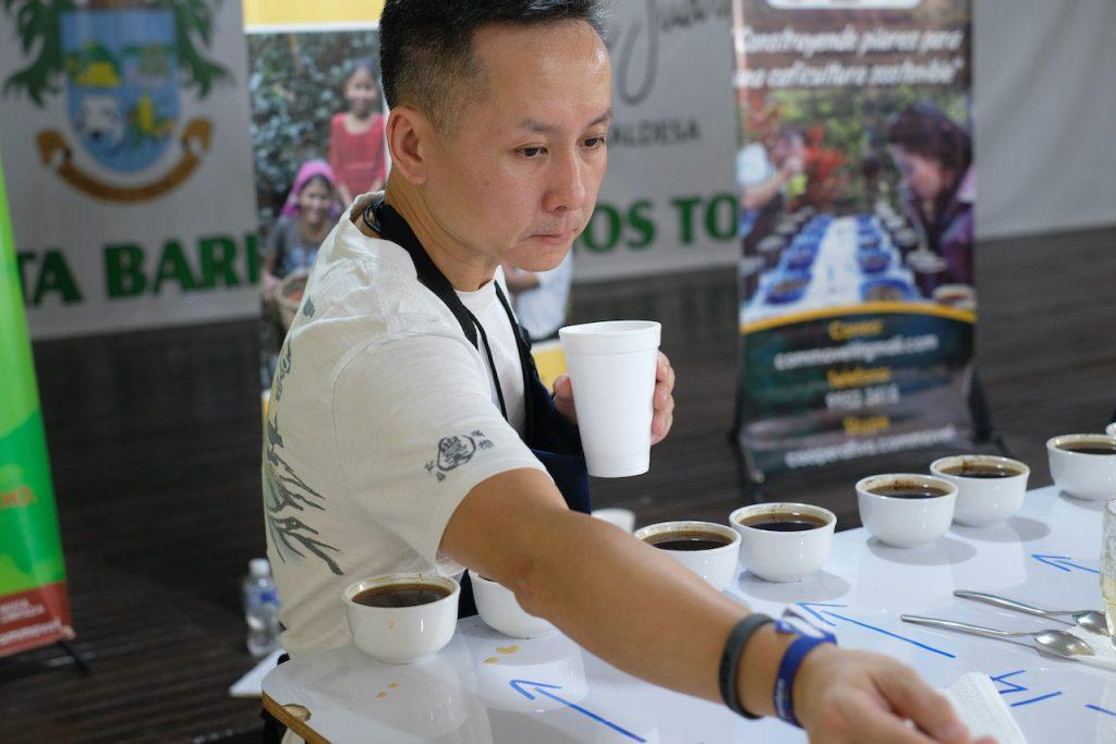 urban-nutters-interview-story-coffee-roaster-bryan-raku-tasting02